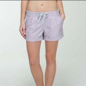 Lululemon Spring Break Away Shorts Sz 6